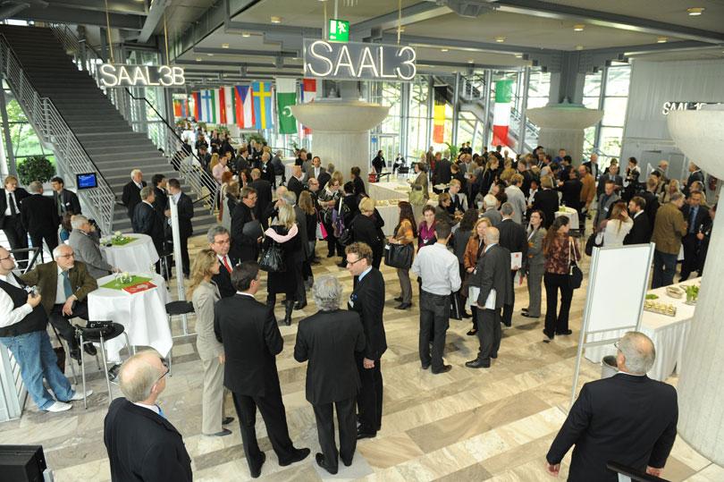 EUHA 2010 Blick in die Messehalle Artikelbild
