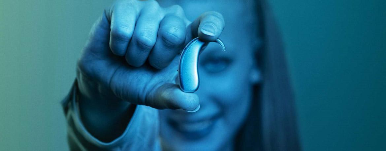 signia Motion X Hörgerät in Hand Aufmacherbild